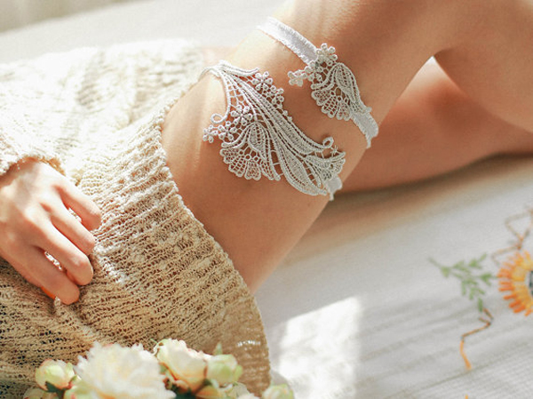 20 Gorgeous And Romantic Lace Wedding Garter Ideas