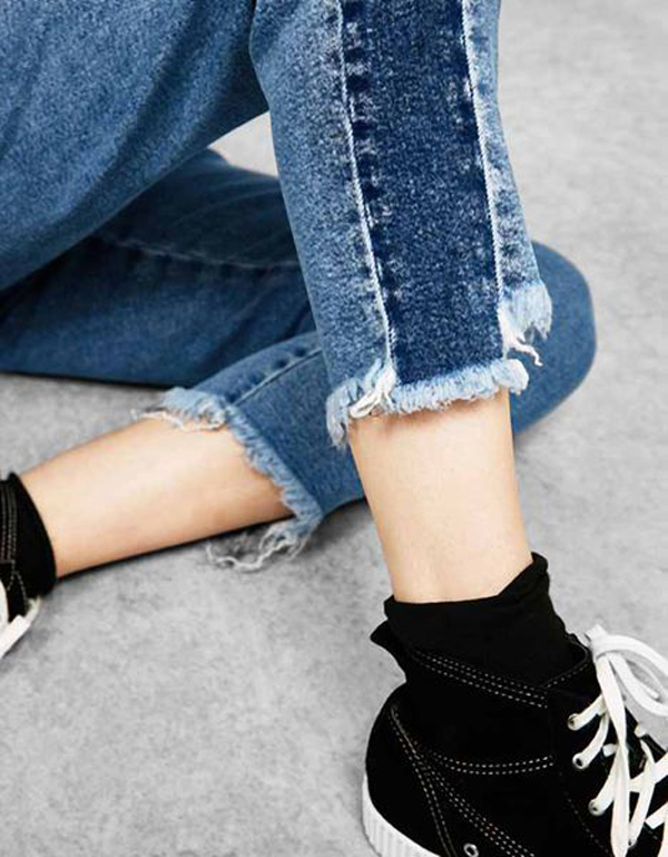 Creative DIY Frayed Jeans To Fashion Lovers
