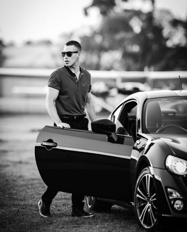 20 Cool And Masculine Men Styles With Sporty Cars ...