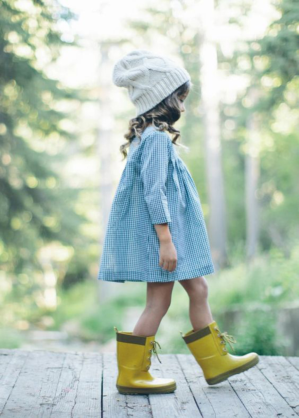 16 Adorable Little Girl's Outfits For This Fall