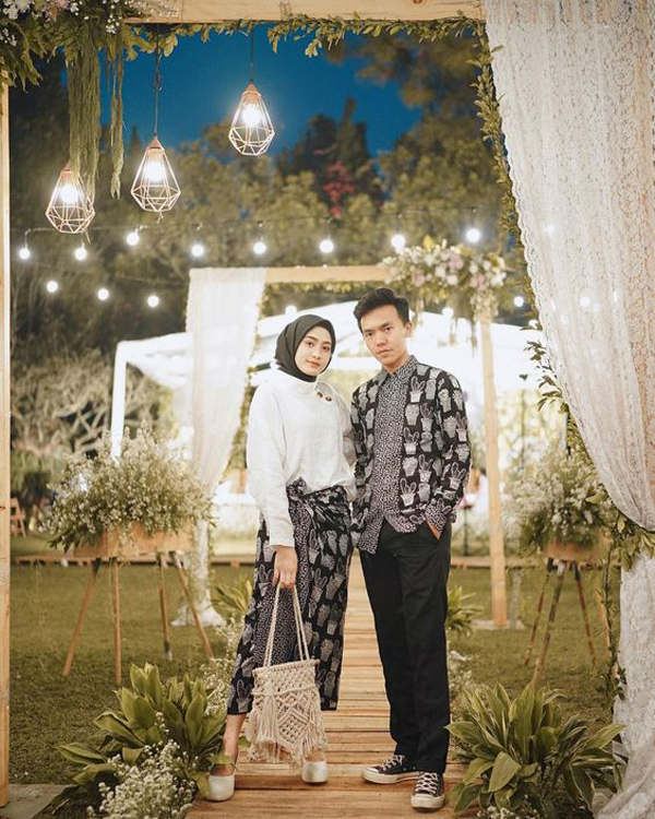 17 Elegant Couple Batik Outfit Ideas You'll Love