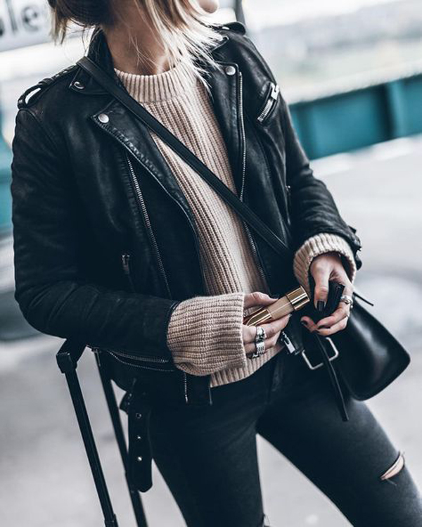 22 Pretty Winter Looks With Leather Jackets