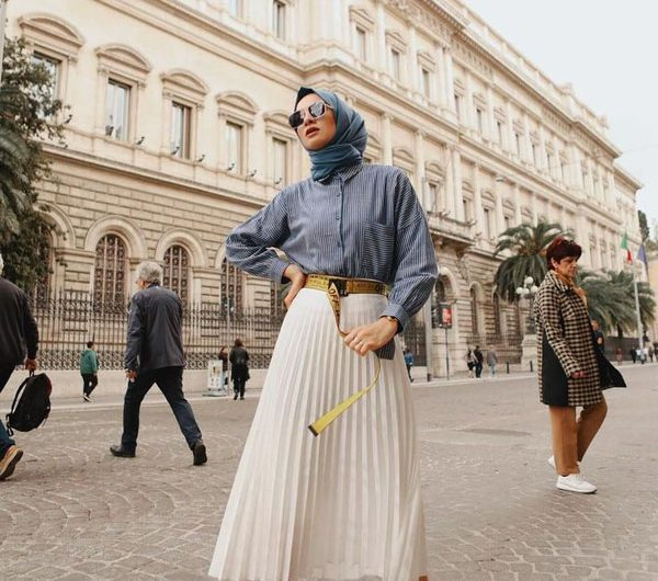 Look More Trendy with Pleated Skirt