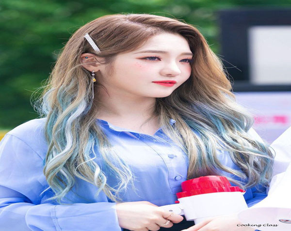 A cheerful Sensation with Color Hair