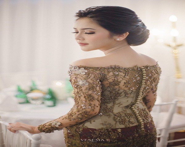 Kebaya Engagement Idea 2020 for Women